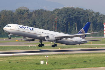 N66051 - United Airlines Boeing 767-400ER