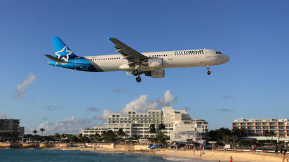 - - Air Transat Airbus A321