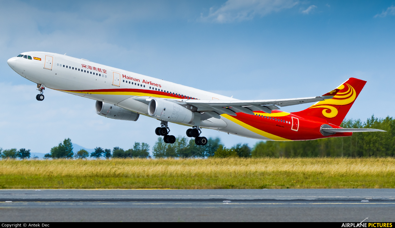 Hainan Airlines B-1022 aircraft at Prague - Václav Havel