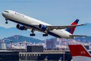 N837MH - Delta Air Lines Boeing 767-400ER aircraft