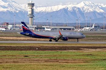 VP-BAV - Aeroflot Airbus A321