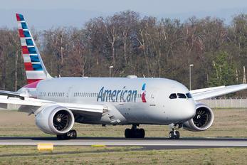- - American Airlines Boeing 787-8 Dreamliner