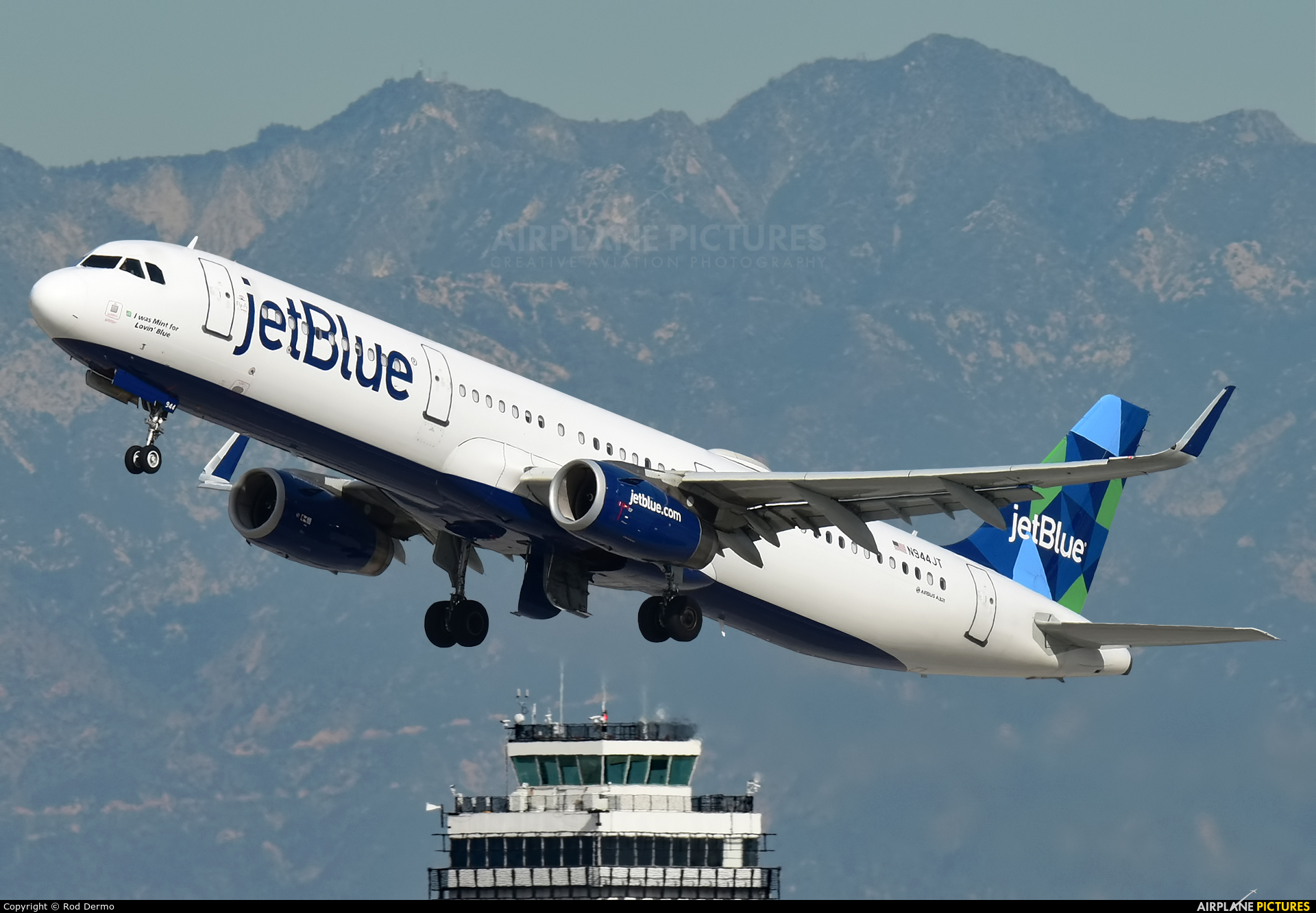 JetBlue Airways N944JT aircraft at Los Angeles Intl