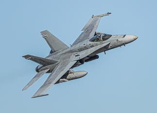 164976 - USA - Marine Corps McDonnell Douglas F/A-18C Hornet