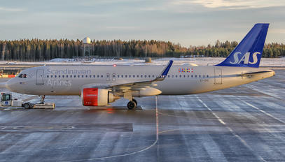EI-SIG - SAS - Scandinavian Airlines Airbus A320 NEO