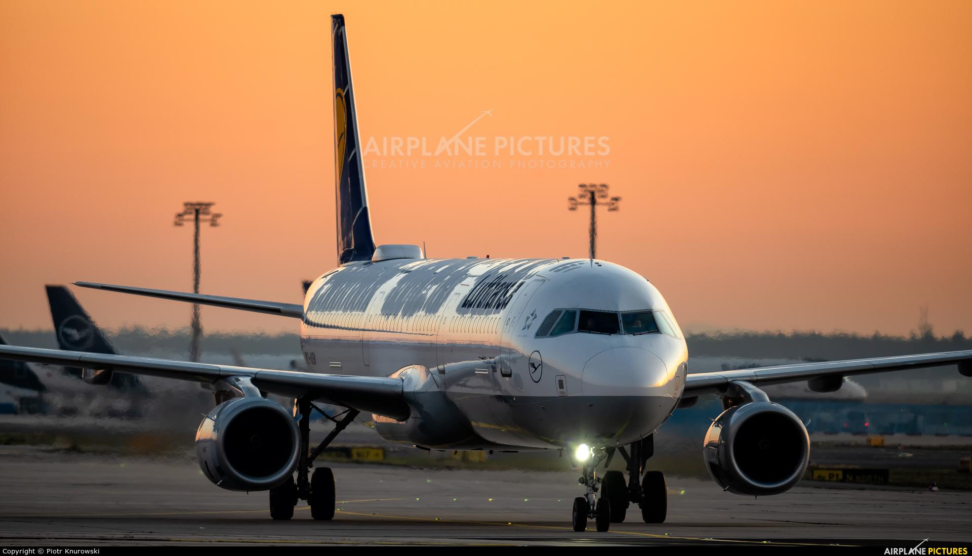 Lufthansa D-AISW aircraft at Frankfurt