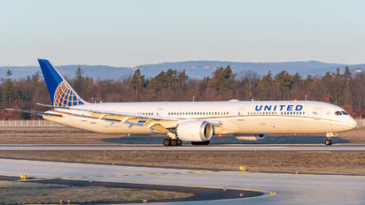 N16008 - United Airlines Boeing 787-10 Dreamliner
