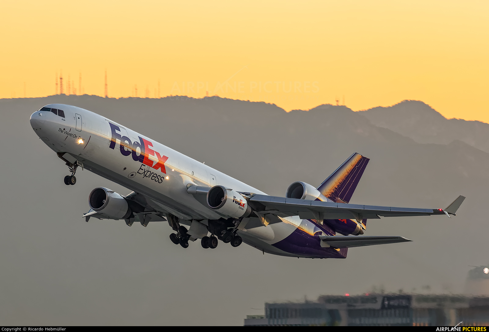 FedEx Federal Express N613FE aircraft at Los Angeles Intl
