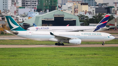 B-LAK - Cathay Pacific Airbus A330-300