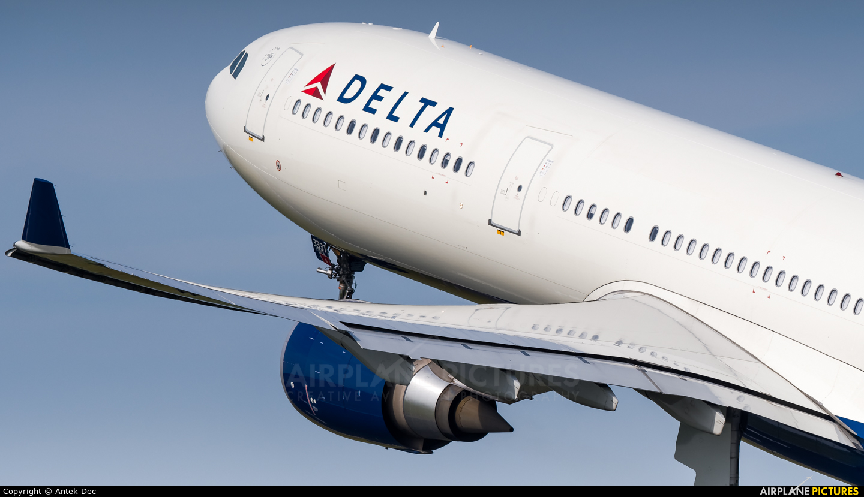 Delta Air Lines N831NW aircraft at Amsterdam - Schiphol