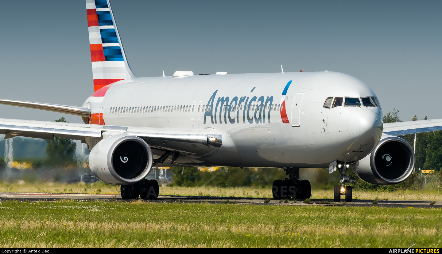 American Airlines N342AN aircraft at Amsterdam - Schiphol