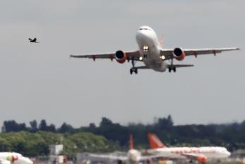 G-EZNC - easyJet Airbus A319