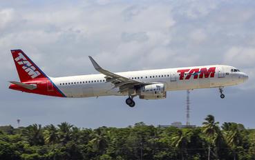 PT-MXM - TAM Airbus A321