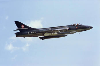 J-4062 - Switzerland - Air Force Hawker Hunter F.58