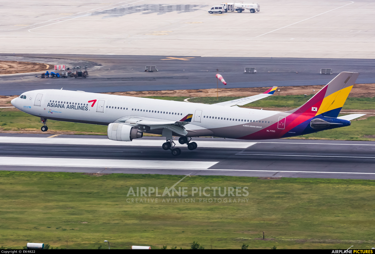 Asiana Airlines HL7793 aircraft at Dalian Zhoushuizi Int'l