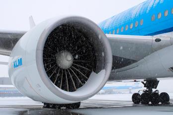 - - KLM Boeing 777-200
