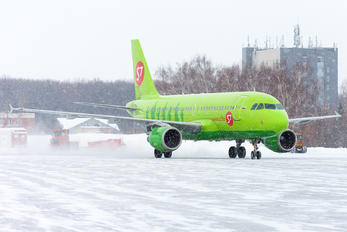 VP-BHQ - S7 Airlines Airbus A319