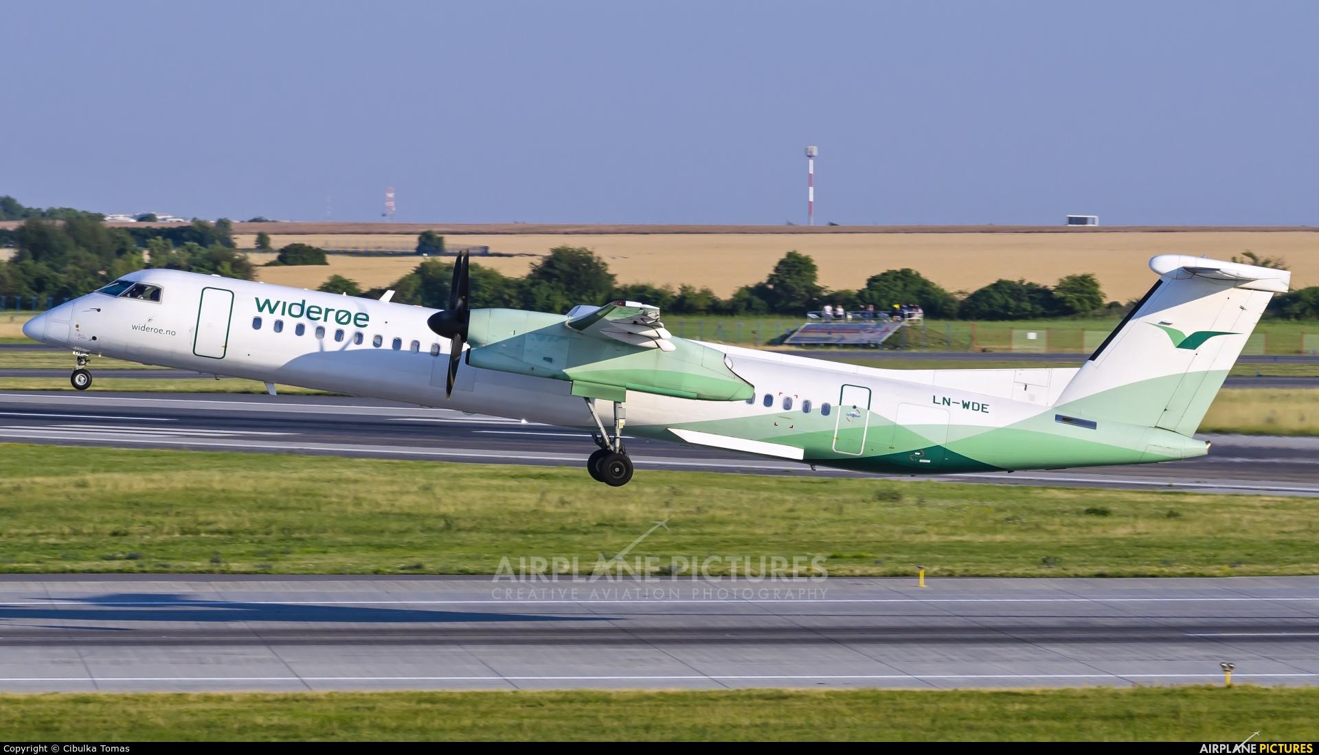 Widerøe LN-WDE aircraft at Prague - Václav Havel