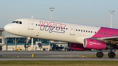 HA-LXE - Wizz Air Airbus A321
