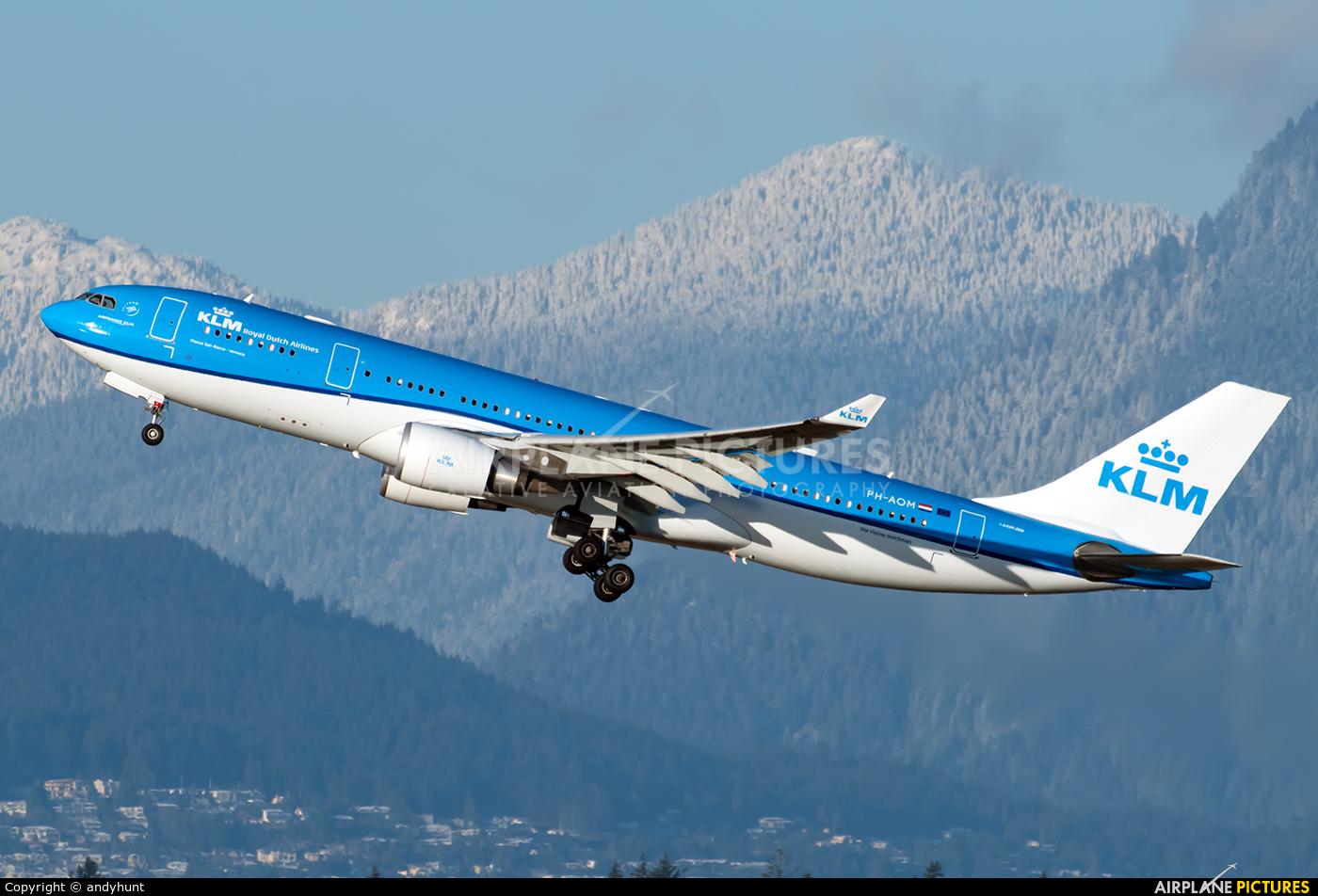 KLM PH-AOM aircraft at Vancouver Intl, BC
