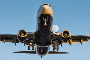 SP-RSB - Ryanair Boeing 737-8AS