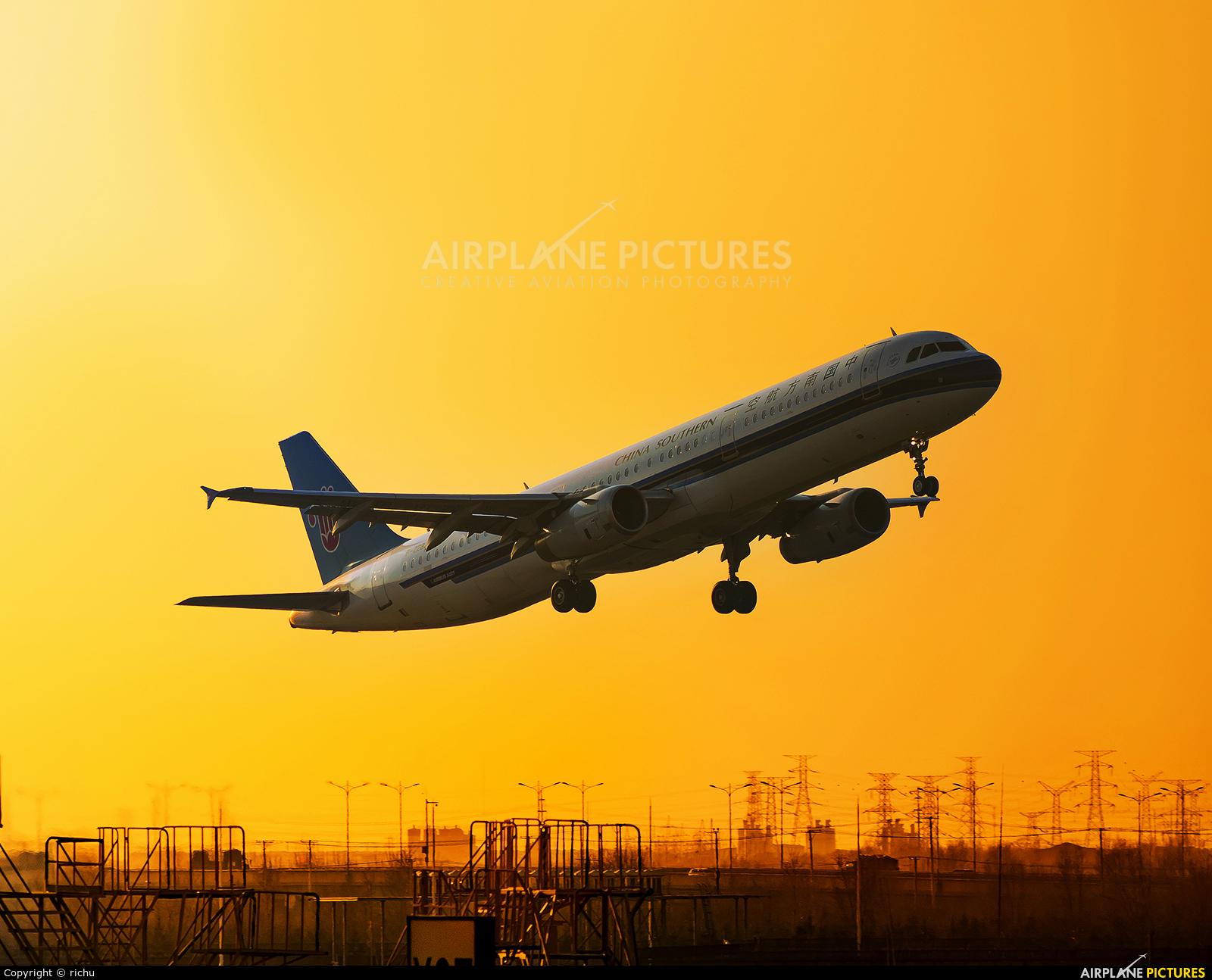 China Southern Airlines B-2282 aircraft at Shenyang-Taoxian