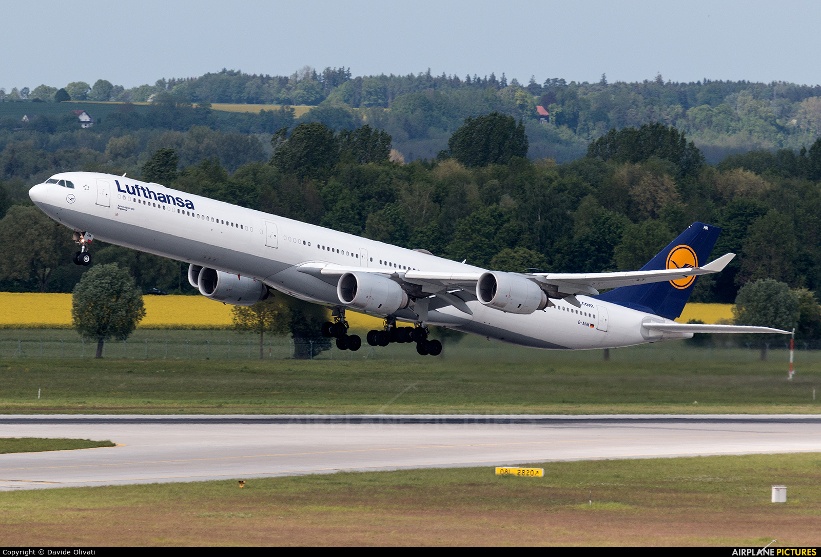 Lufthansa D-AIHM aircraft at Munich