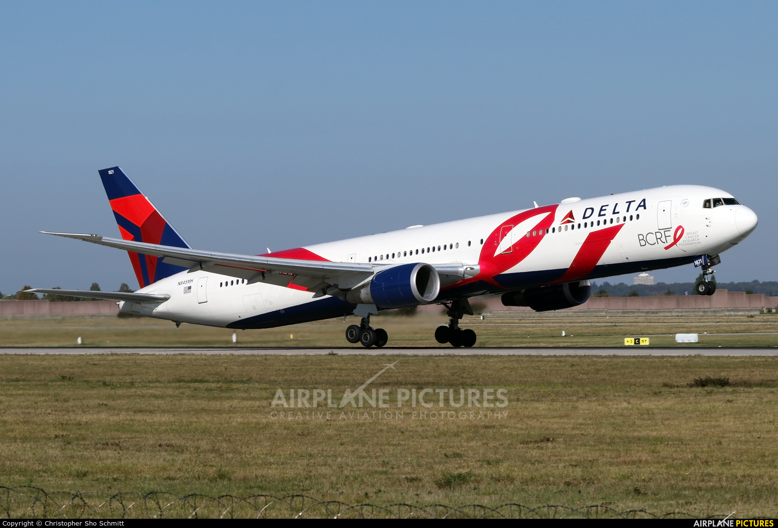 Delta Air Lines N845MH aircraft at Stuttgart