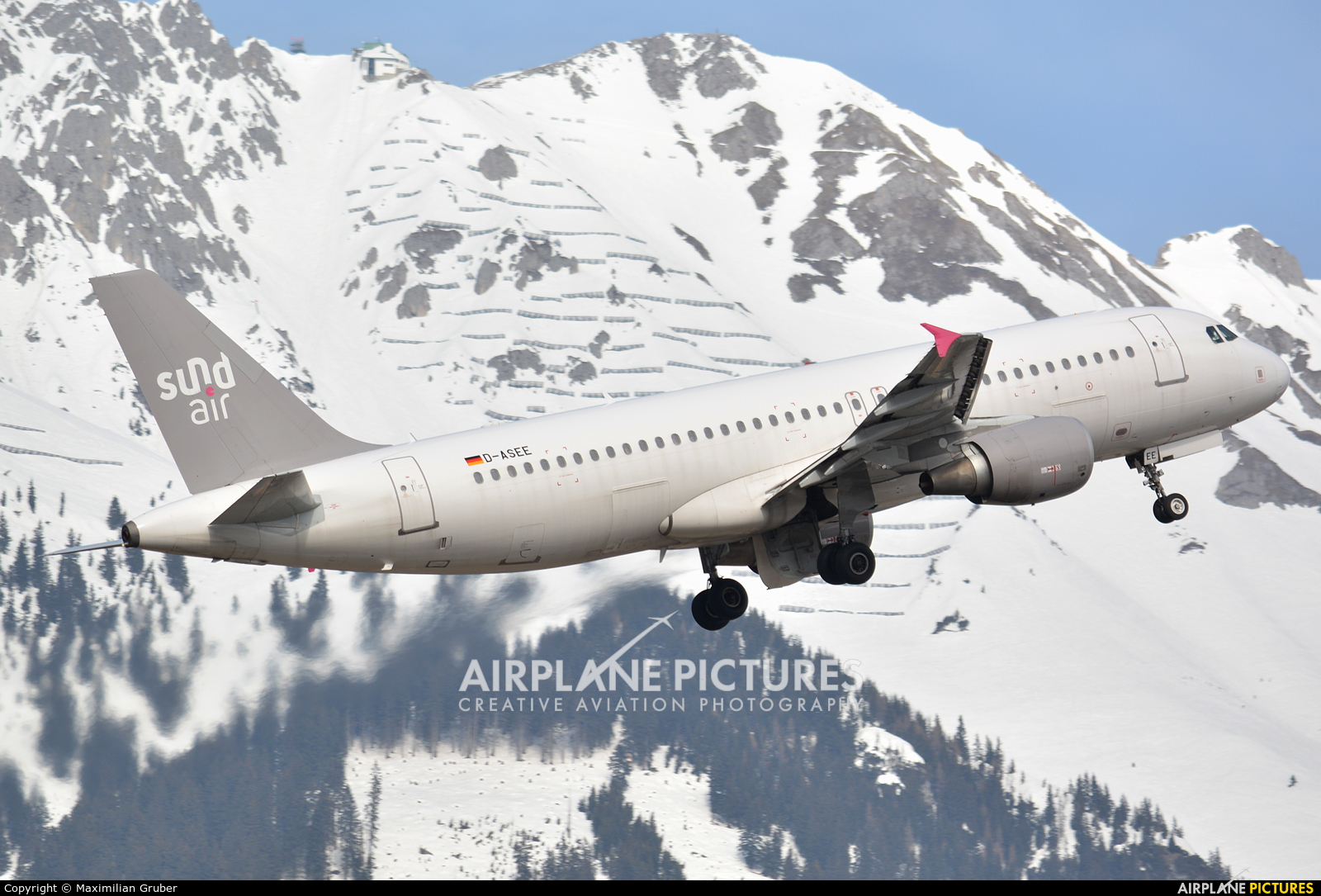 Sundair D-ASEE aircraft at Innsbruck