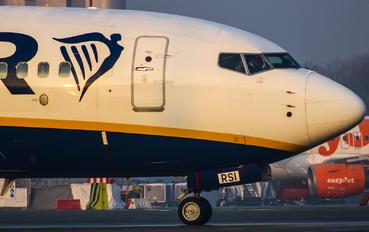 SP-RSI - Ryanair Sun Boeing 737-800