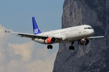 OY-KBF - SAS - Scandinavian Airlines Airbus A321