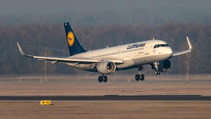 D-AIUW - Lufthansa Airbus A320