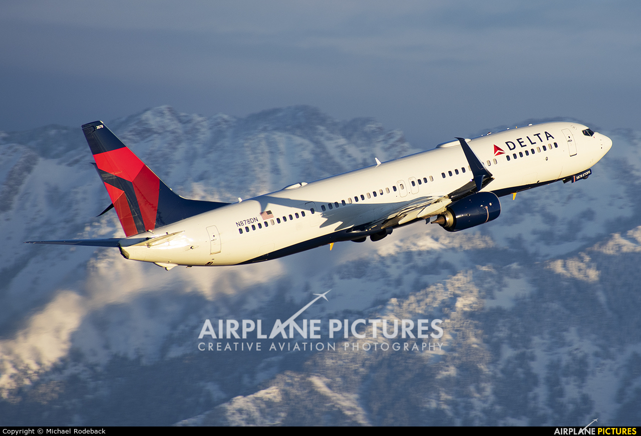 Delta Air Lines N878DN aircraft at Salt Lake City