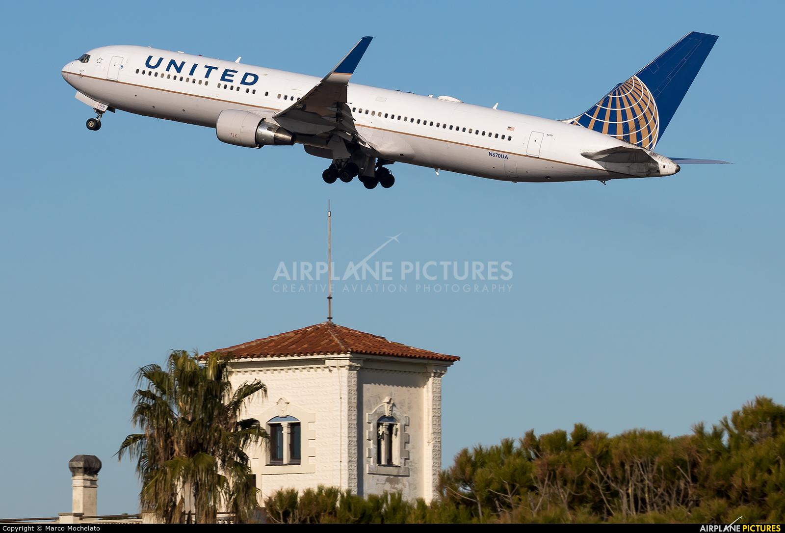 United Airlines N670UA aircraft at Barcelona - El Prat
