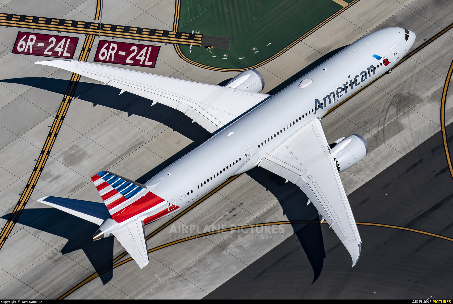 American Airlines N833AA aircraft at Los Angeles Intl