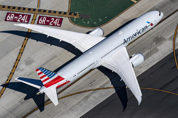 N833AA - American Airlines Boeing 787-9 Dreamliner