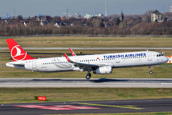 TC-JST - Turkish Airlines Airbus A321