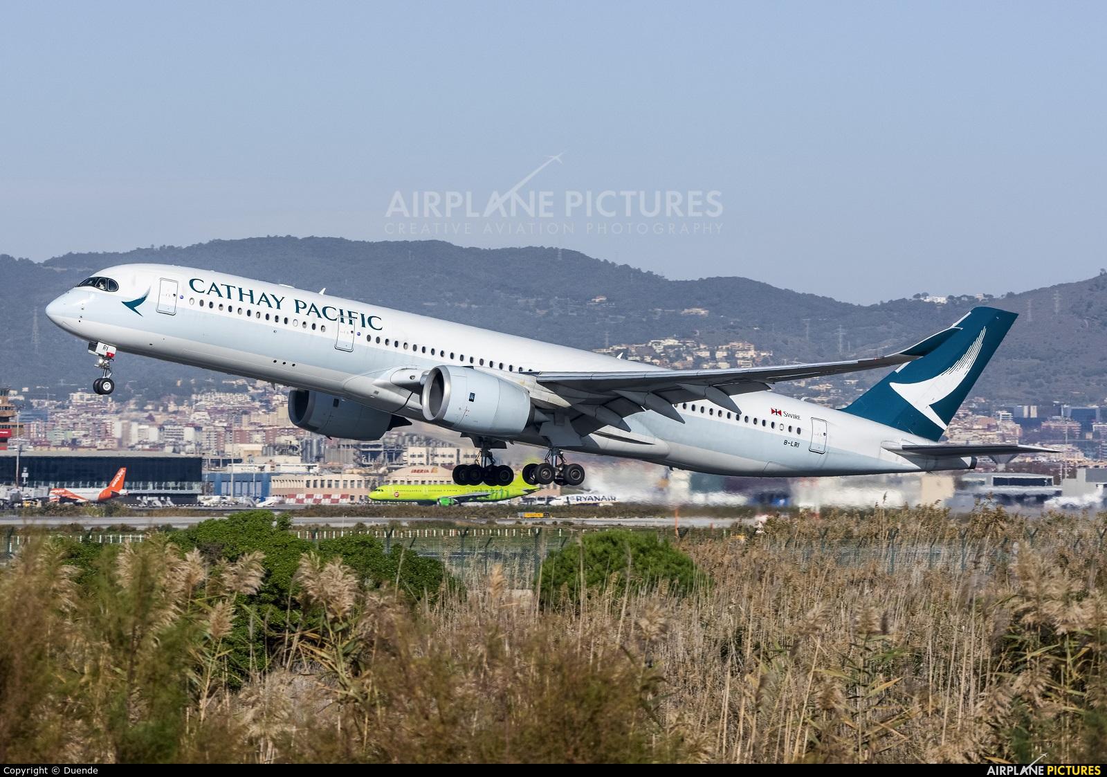 Cathay Pacific B-LRI aircraft at Barcelona - El Prat