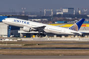 N78013 - United Airlines Boeing 777-200 aircraft