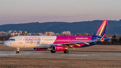 G-WUKH - Wizz Air UK Airbus A321