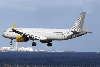 EC-MOO - Vueling Airlines Airbus A321