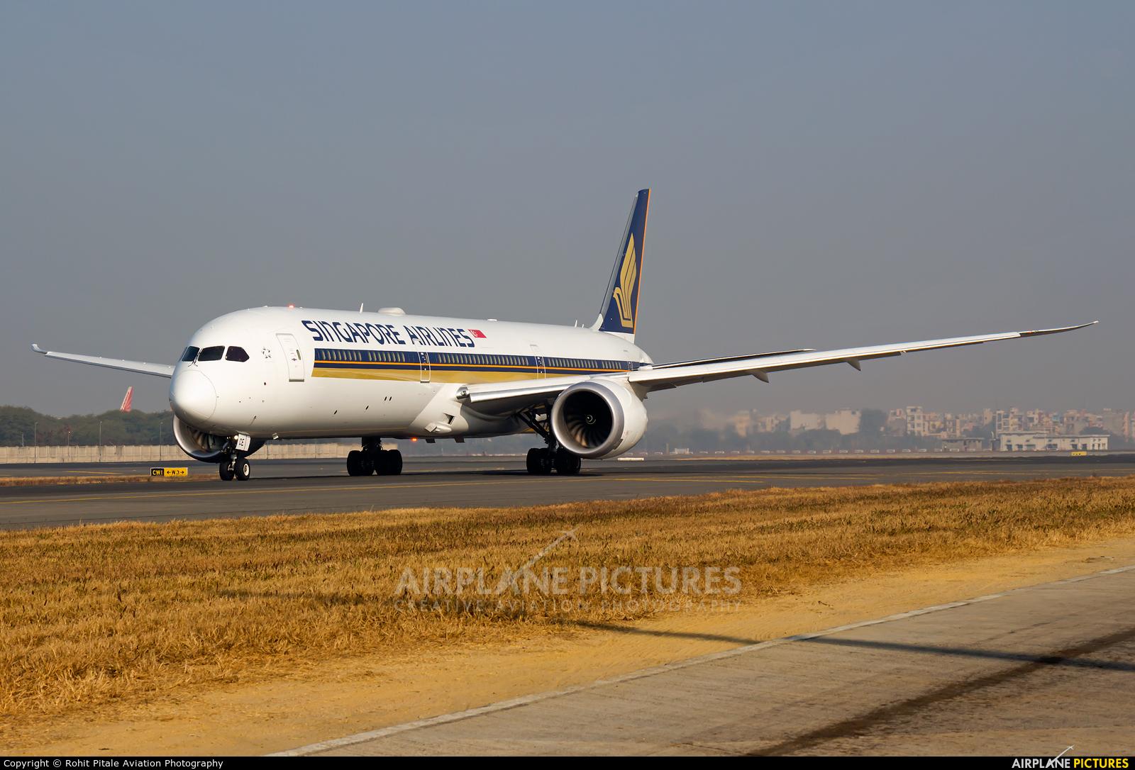 Singapore Airlines 9V-SCE aircraft at Delhi - Indira Gandhi Intl