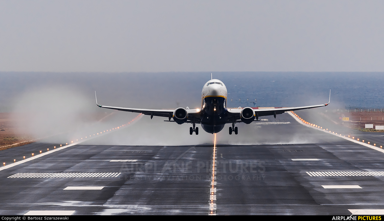 - Airport Overview GCRR aircraft at Lanzarote - Arrecife