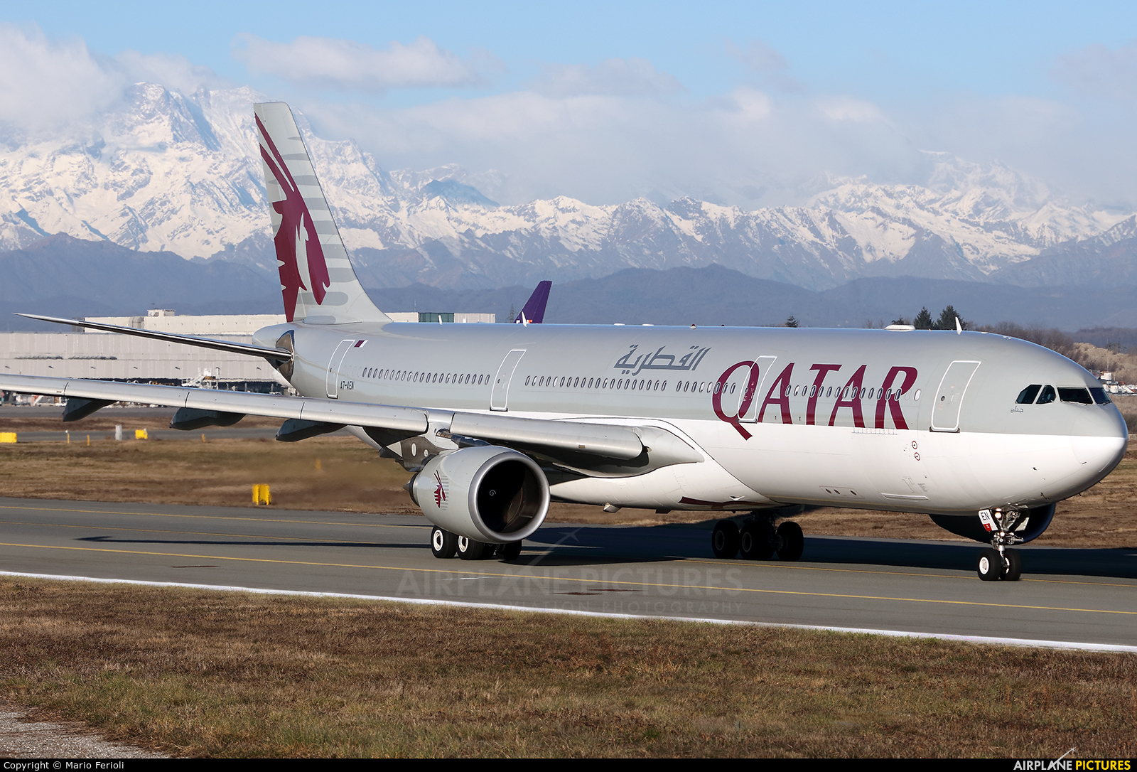 Qatar Airways A7-AEN aircraft at Milan - Malpensa
