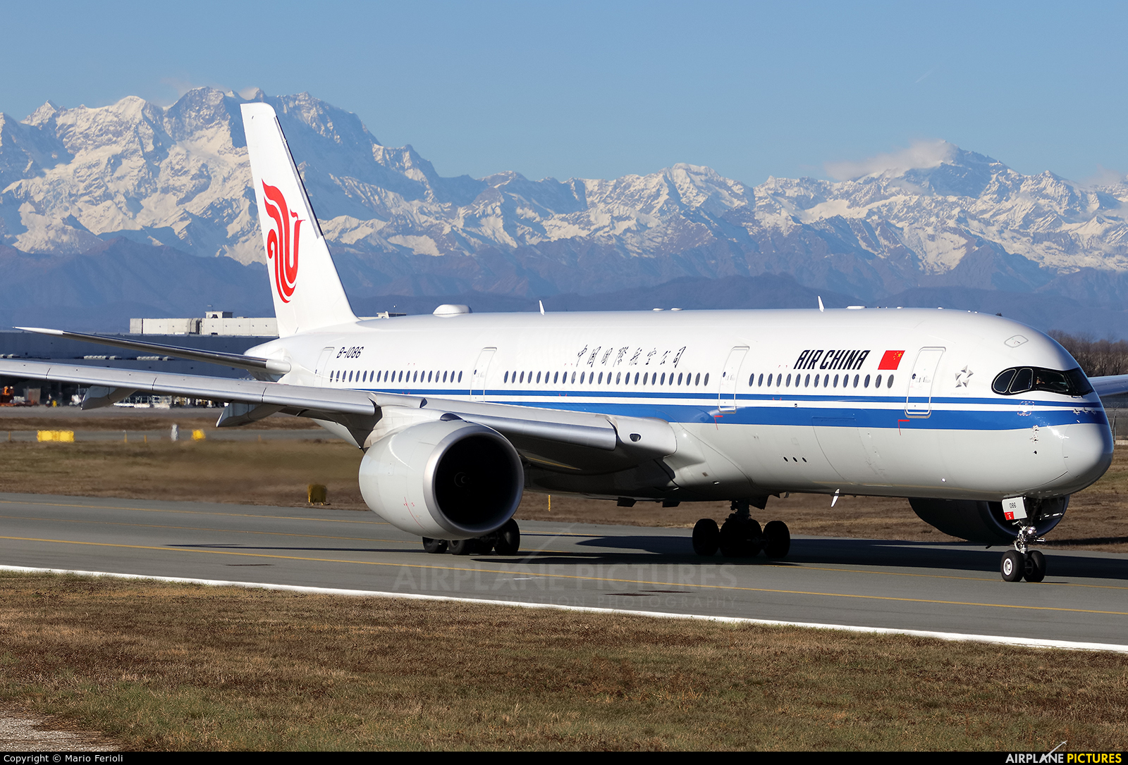 Air China B-1086 aircraft at Milan - Malpensa