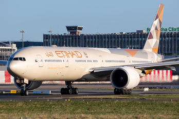 A6-ETB - Etihad Airways Boeing 777-300ER
