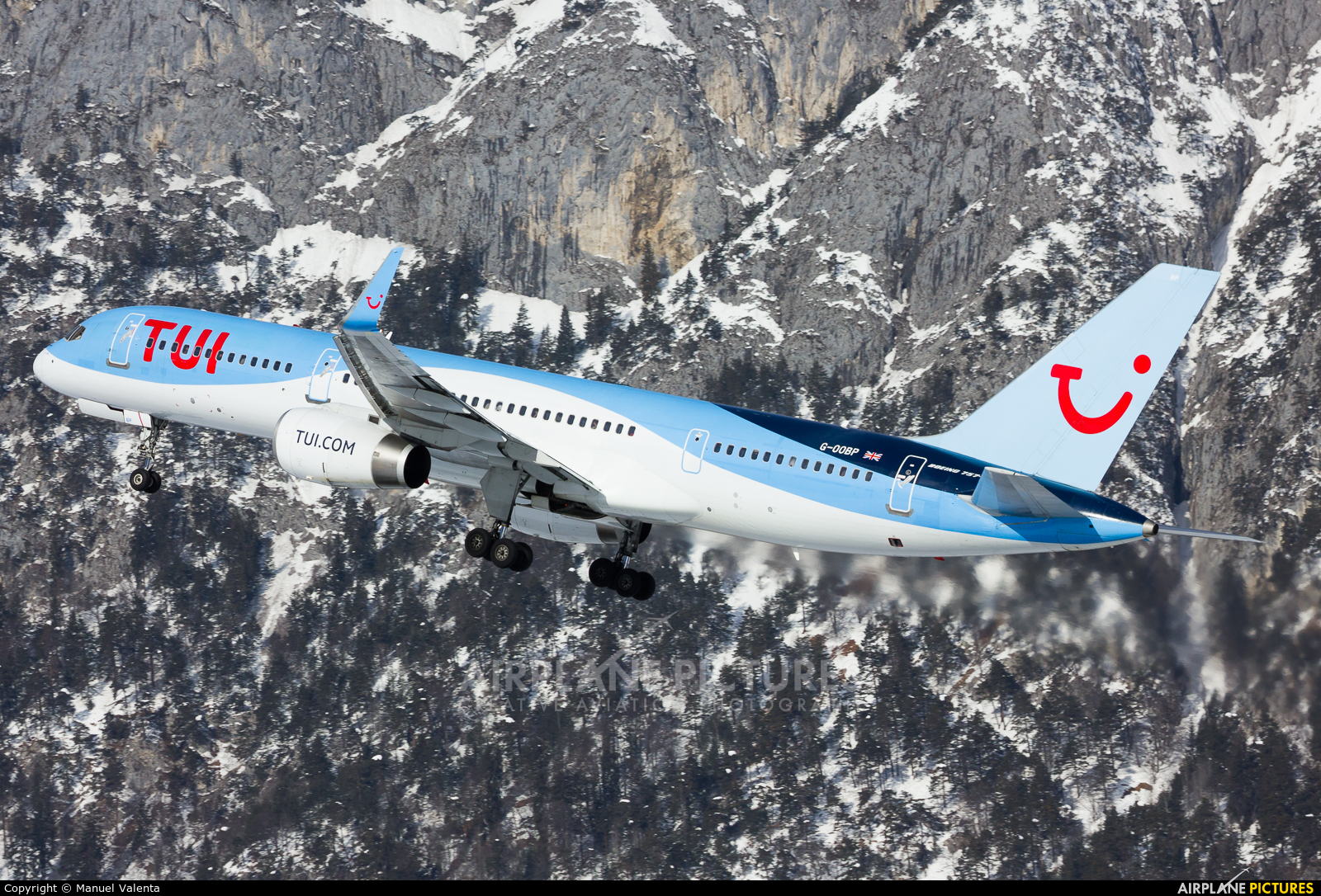 TUI Airways G-OOBP aircraft at Innsbruck