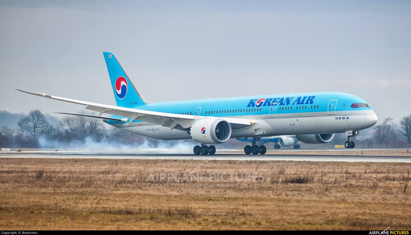 Korean Air HL7206 aircraft at Zagreb