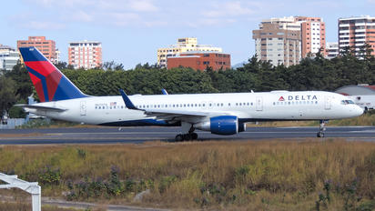 N6707A - Delta Air Lines Boeing 757-200