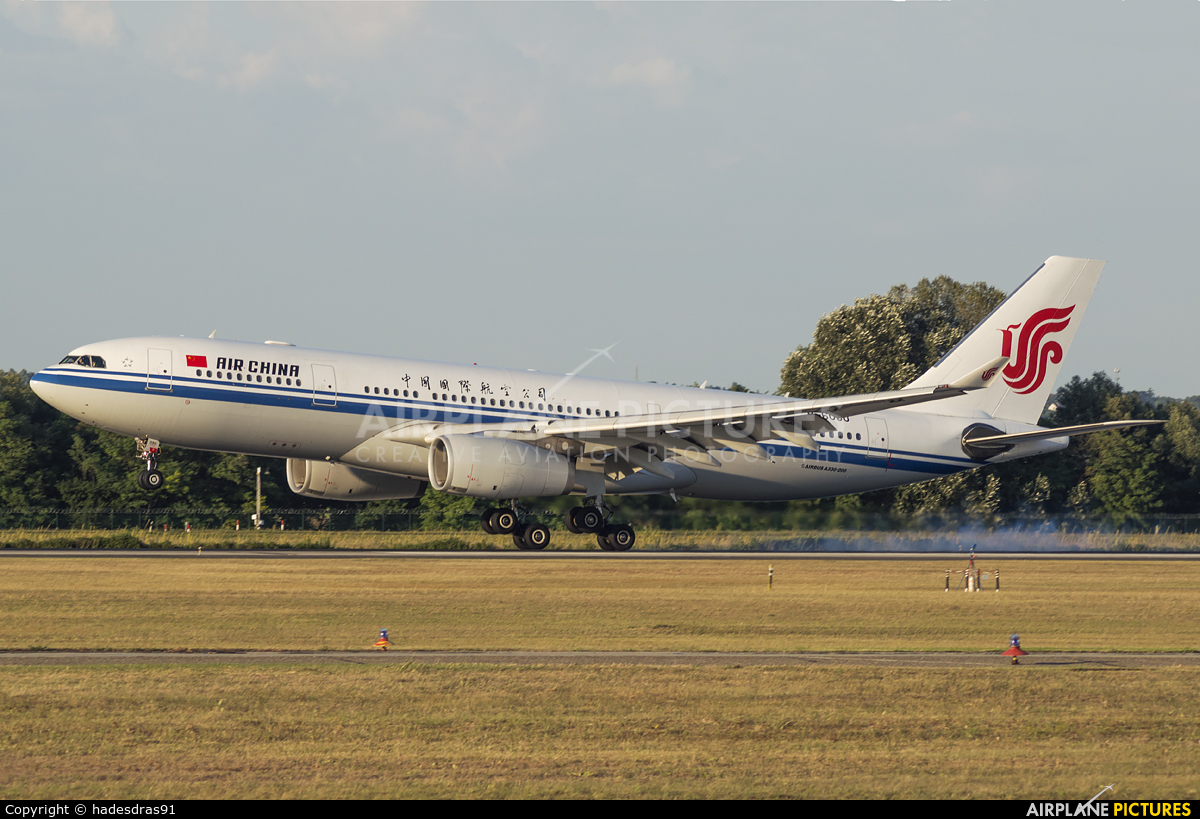 Air China B-6090 aircraft at Budapest Ferenc Liszt International Airport